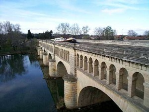 Aqueduct carrying the Canal du Midi over the River Orb at Béziers