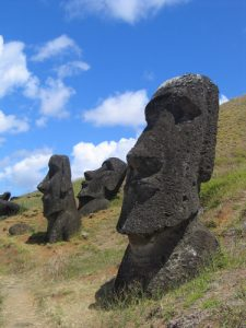 Moai - Easter Island's mysterious statues of heads